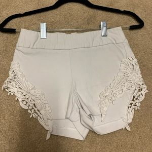 Cute stretch dressy shorts in good condition!